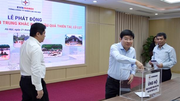 Nhân viên EVNHANOI ủng hộ đồng bào vũng lũ lụt miền Trung