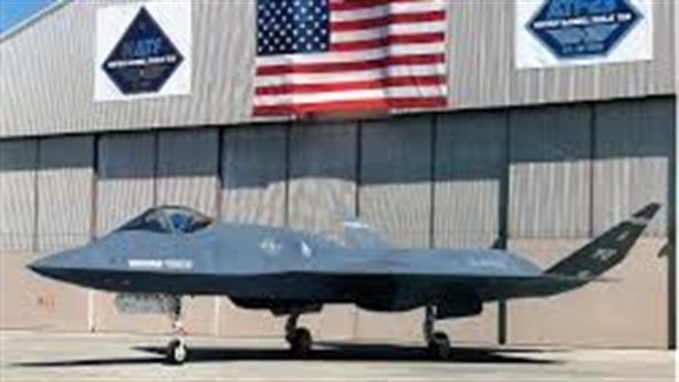 Báo Mỹ so sánh tiêm kích thử nghiệm YF-23 với F-22