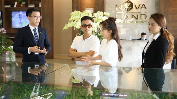 Aqua City thu hút vợ chồng Khánh Thi, Phan Hiển