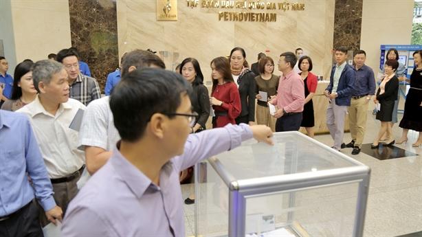 PVN ủng hộ miền Trung 328 tỷ đồng