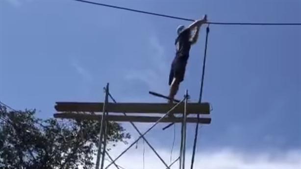 Kê giàn giáo lên cắt dây điện 220kv: 'Đóng cổng để cắt...'