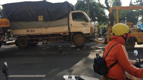 Đang nằm sửa xe, tài xế bị đâm tử vong