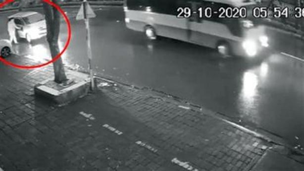 Xe 7 chỗ tông cụ bà bỏ chạy:Xem thiệt hại phương tiện