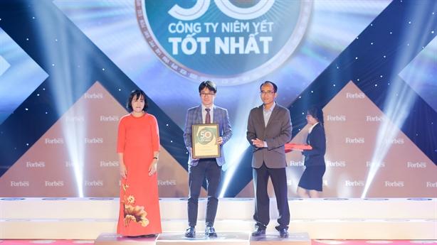 Vinamilk 'gặt' giải thưởng, hoàn thành 76% mục tiêu doanh thu
