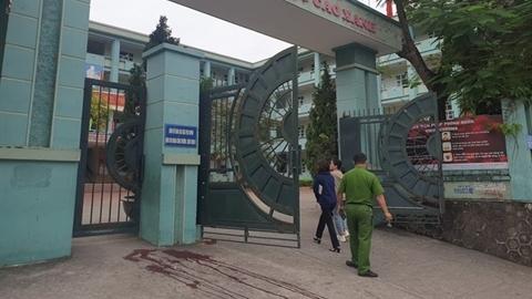 Phụ huynh đánh nhau trước cổng trường: Làm xước xe nhau