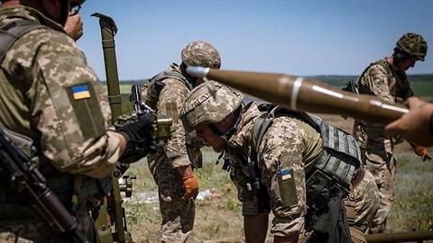 Ukraine nã pháo vào chiến tuyến Donnetsk