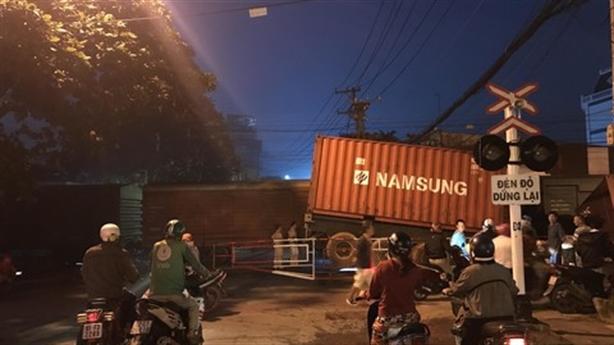 Bộ Giao thông chỉ đạo nóng vụ tàu hỏa tông container