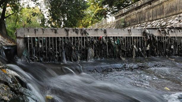 Lấy nước sông