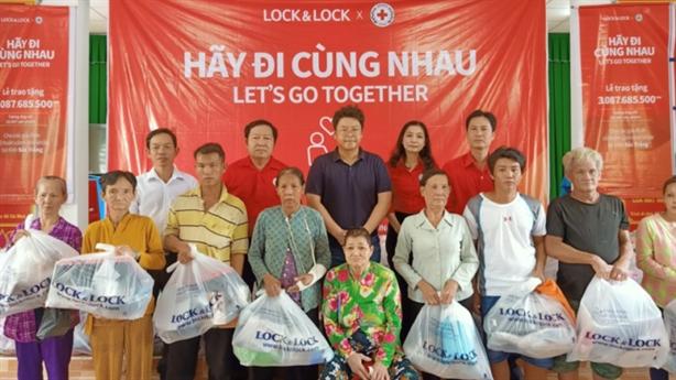 LOCK&LOCK trao tặng 1500 phần quà cho gia đình khó khăn