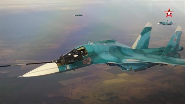 Il-78 phô diễn khả năng tiếp dầu cho loạt máy bay