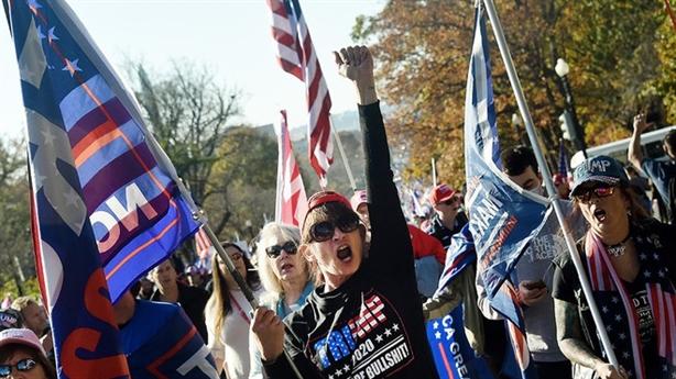 Người biểu tình bao vây nhà Clinton, lỗi kiểm phiếu bang Georgia