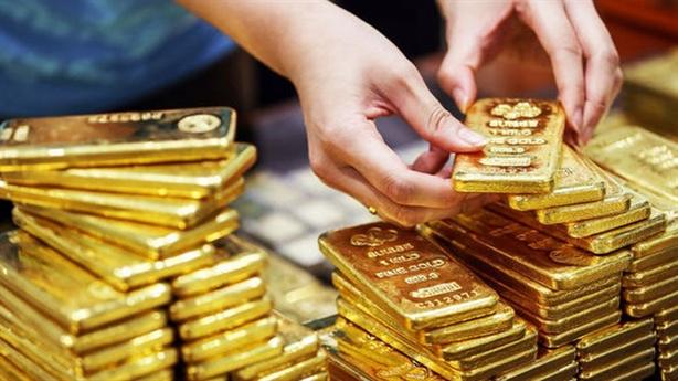 Giá vàng trong nước chênh lệch lớn với thế giới: Thận trọng