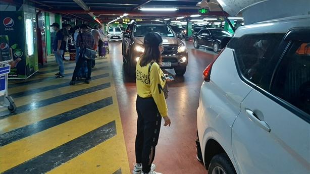 Sở GTVT TP.HCM nói gì việc phân làn ôtô sân bay?