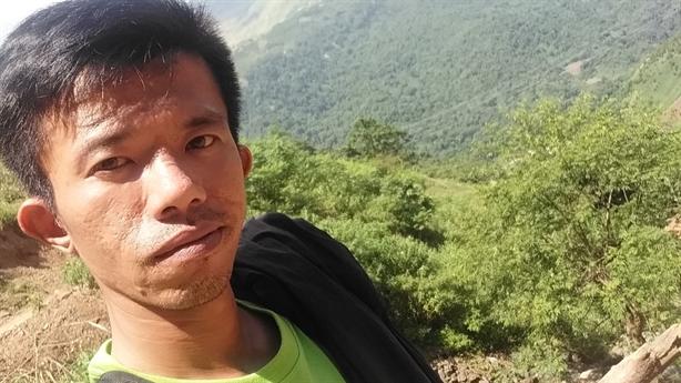 Chàng trai đi bộ xuyên Việt để lan tỏa yêu thương