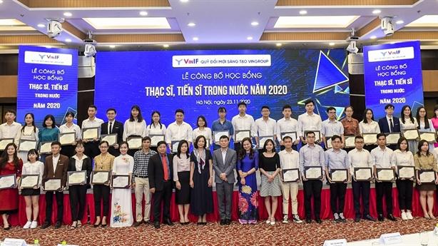 Vingroup trao học bổng gần 40 tỷ đào tạo chuyên gia KHCN