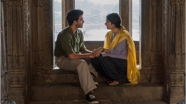 Ấn Độ kêu gọi tẩy chay Netflix vì cảnh hôn trong đền