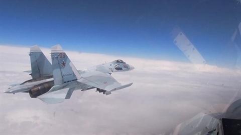 Su-27 Nga suýt bắn hạ máy bay Mỹ tiếp cận Crimea