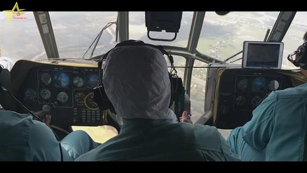 Phi công Việt Nam luyện bay trên buồng tập tối tân