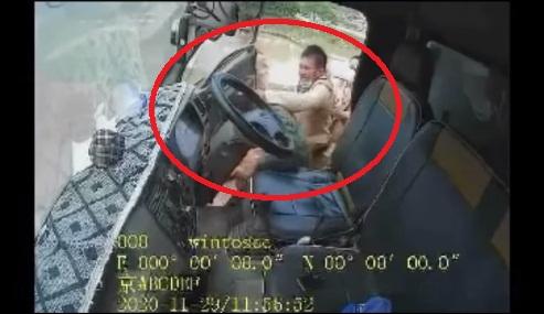 Tài xế ôtô bị 3 CSGT tát, mắng: 'Xin lỗi'