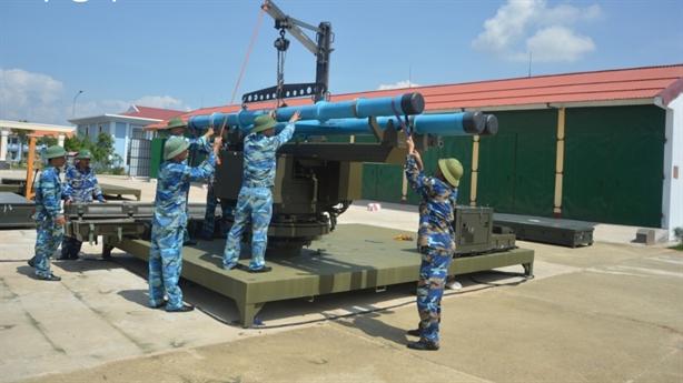 Lữ đoàn tên lửa bờ 685 làm chủ vũ khí hiện đại