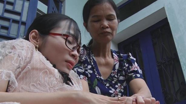Cô giáo xương thủy tinh mở lớp học miễn phí