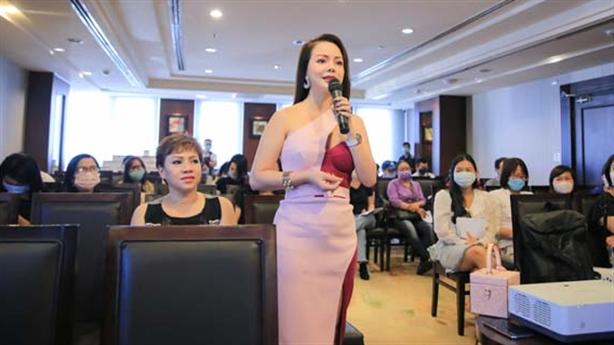 Show diễn 'thế giới nước' nghệ sĩ Việt ủng hộ miền Trung