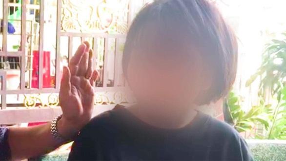 Nữ sinh bị đánh: Dùng gậy sắt quất vào đầu