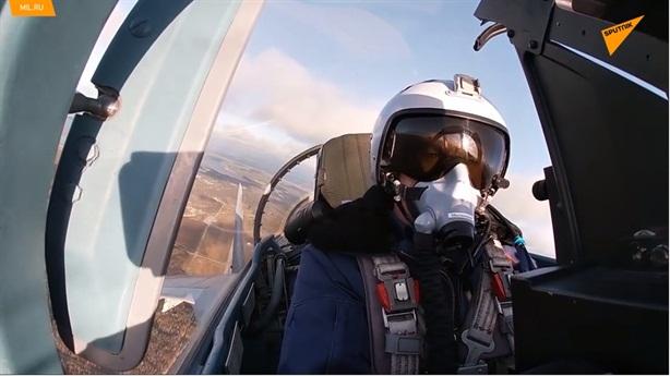 F-22 không thể đến gần Su-35 để khai hỏa