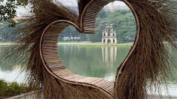 Trái tim lông lá bên Hồ Gươm: Nghệ nhân tự ái
