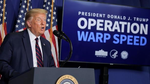 Mỹ khởi động tiêm chủng sau khi ông Trump kém thế