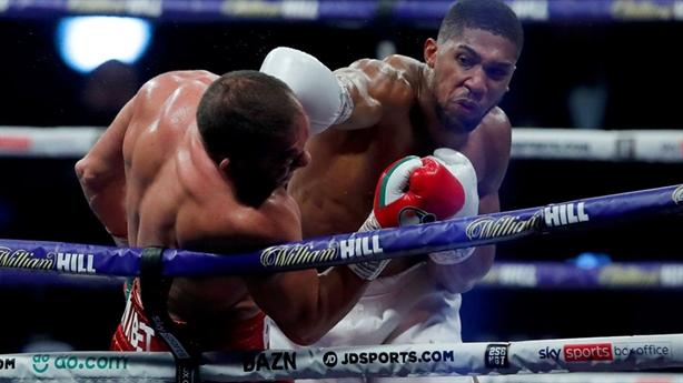 Đòn knock-out hiểm của nhà vô địch Anthony Joshua
