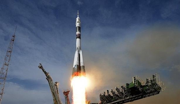 Nga dùng siêu pháo điện từ phóng vệ tinh