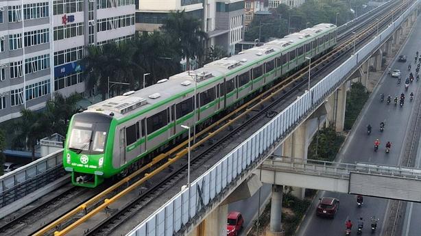 Tàu Cát Linh-Hà Đông chậm về ga 1-2 phút: Chậm nữa không?