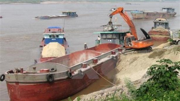 Bắt cát tặc trên sông Hồng sau bức xúc của cử tri