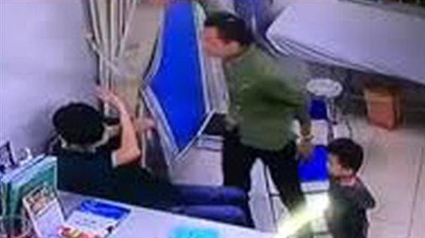 Bệnh nhân đánh bác sĩ bị phạt hành chính: Thắc mắc