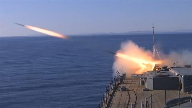 Khu trục hạm Marshal Shaposhnikov phóng lôi cho kịch bản nóng