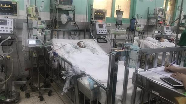Bé trai bị dượng dùng kéo đâm xuyên não: 'Cha mới mất'