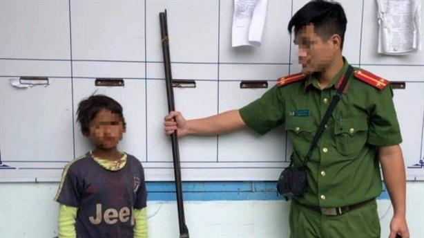 Bé 10 tuổi bắn gia đình chị gái: 'Chị không cho ăn'
