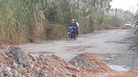 Doanh nghiệp chặn đường dân sinh vì bị tố xả thải bẩn
