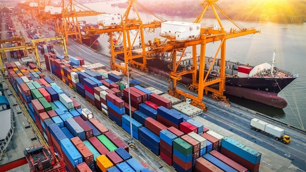 Tàu vạn tấn Việt Nam còn đóng được, huống hồ container?