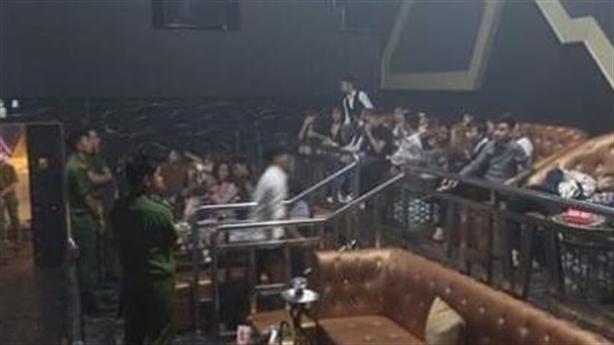 Gần 20 nữ thác loạn với 40 nam trong bar