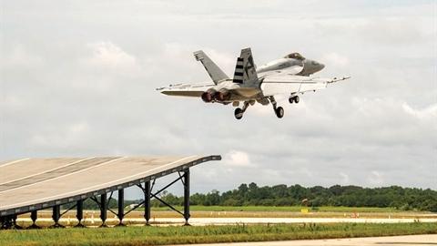 Mỹ muốn F/A-18 sẽ thay MiG-29K trên tàu sân bay Ấn Độ?