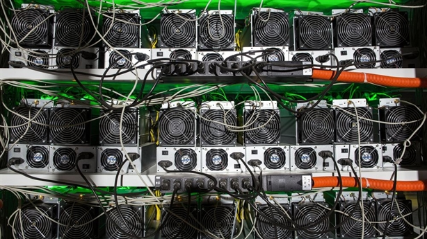 Bitcoin tăng giá thần tốc, lo bong bóng phát nổ
