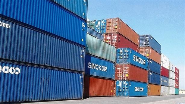 Giá cước container tăng vọt từ 1.500 lên 10.000 USD