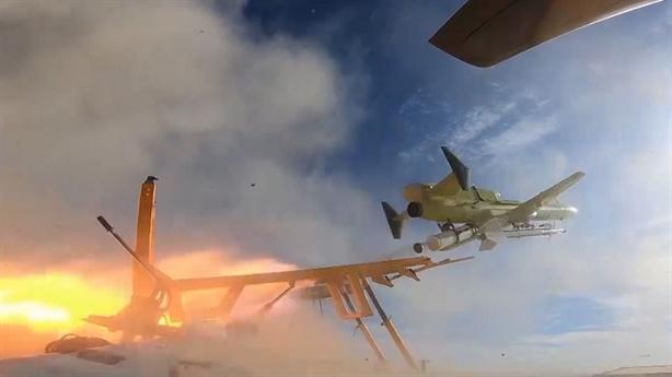 UAV Iran khoe tên lửa đánh chặn kiêm diệt tăng