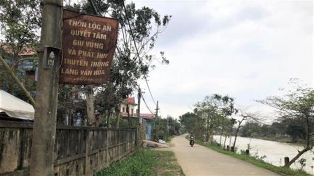 Cán bộ thôn bị tố khuất tất tiền Thủy Tiên hỗ trợ