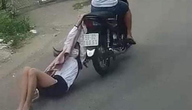 Thiếu nữ tông xe vào cướp: Phái yếu không thờ ơ...