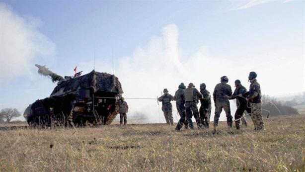Vua chiến trường PZH 2000 Đức khai hỏa bằng dây