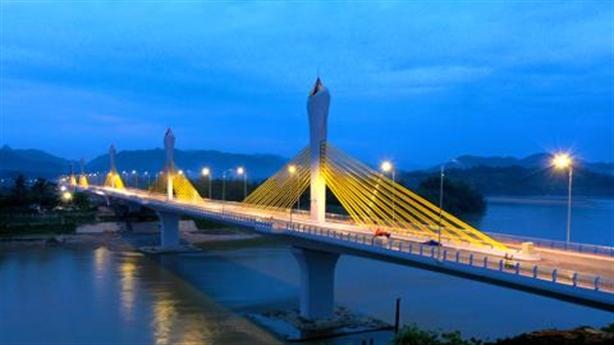Cầu 852 tỷ nứt trụ sau khánh thành: Do bê tông?