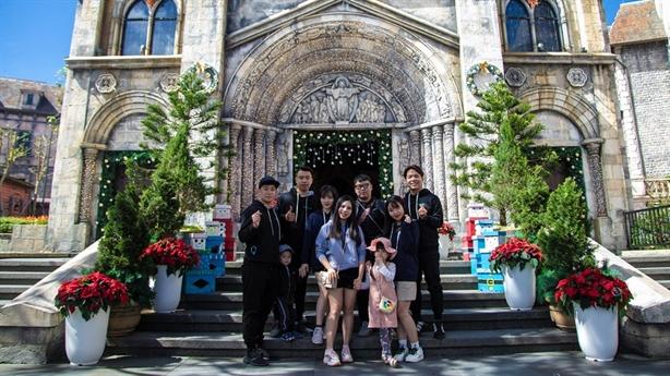 """""""Cú lách khe cửa hẹp"""" ấn tượng của du lịch Việt Nam"""